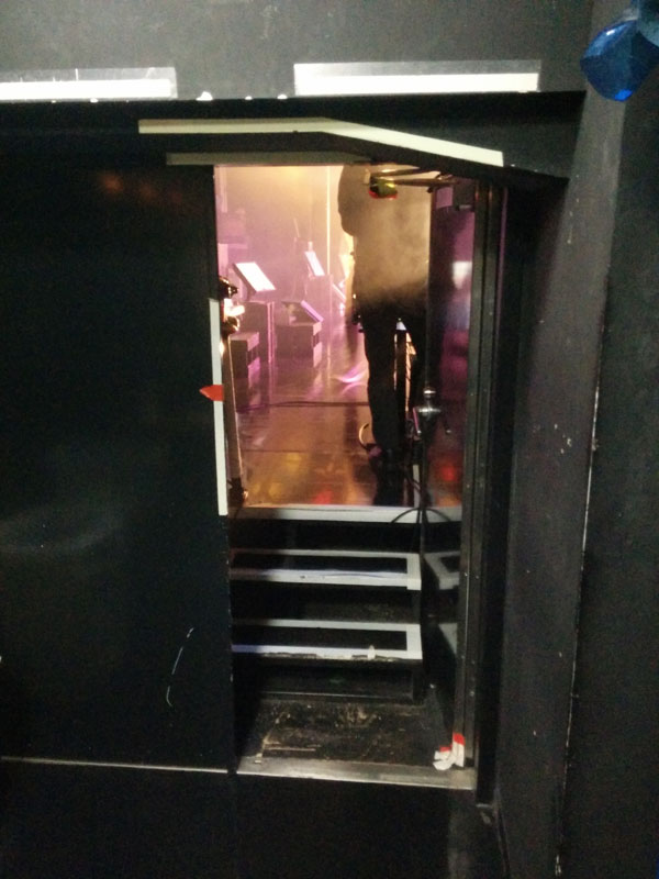 ステージ入り口